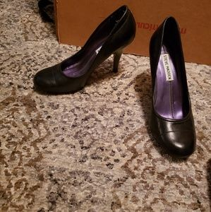 Steve Madden Shoes - Black pumps